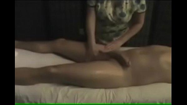 Câmera escondida filmando massagem em uma gostosa