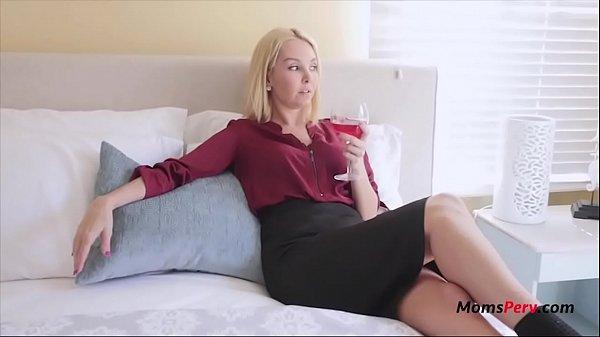 Шикарная мать совращает сыночка