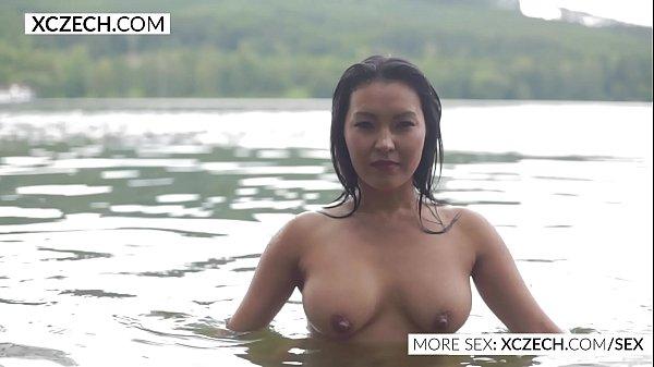 Beautiful asian water nymph making erotic swimming – XCZECH.COM
