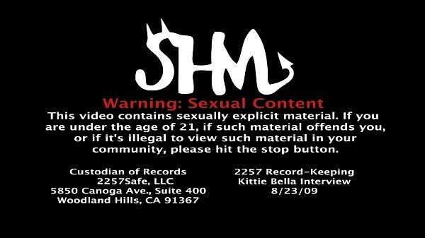 Смотреть порно видео лижет письку сзади