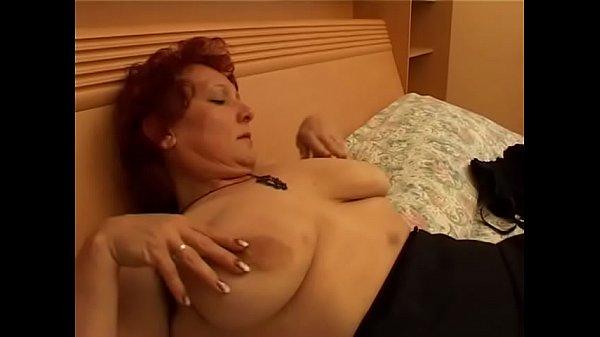 Зрелая женщина трахнула парня в анал