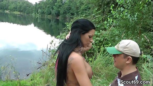 Fremder erwischt Teeny am Baggersee und bekommt…