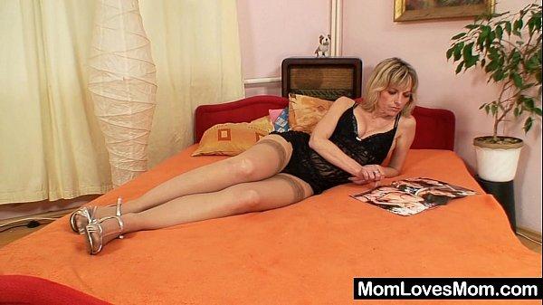 Порно с блондинкой длинноногой