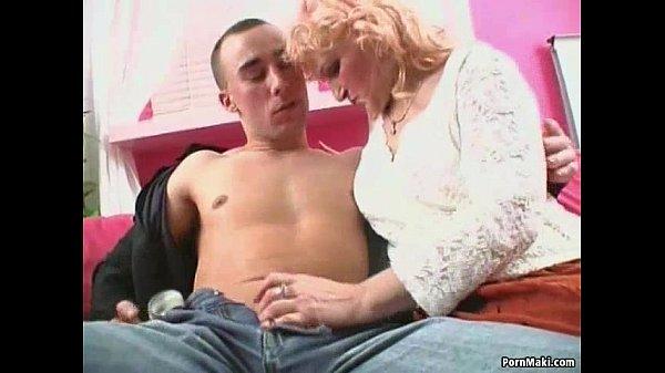 Бабушка любит сосать порно телевизор