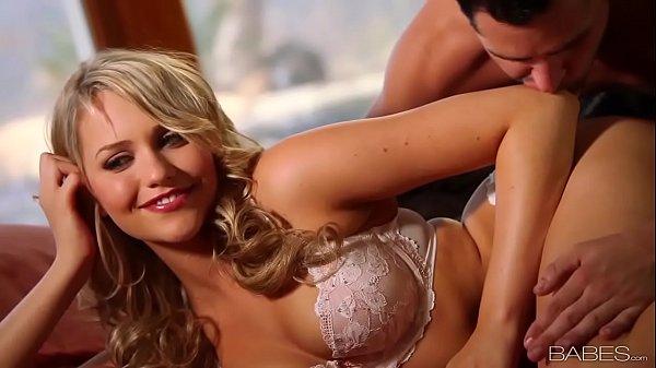 Atriz porno gostosa transando com homem bem dotado