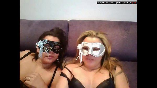 Safada dando ao vivo na webcam