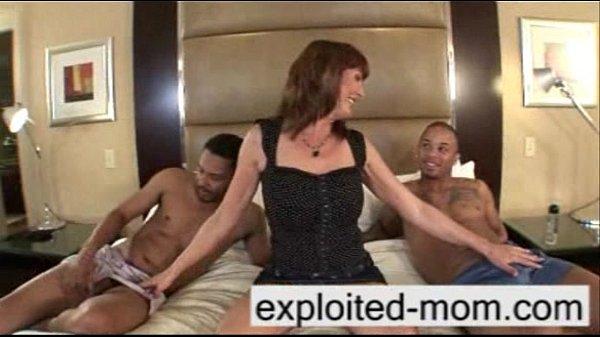 Порно с сисястыми домохозяйками в чулках