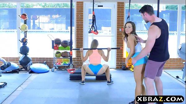 Ебет в спортзале