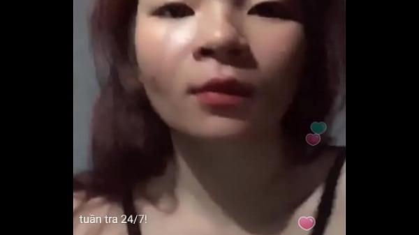 domina-seks-porno-bet-zheltie-tufli-topchut-yaytsa-raba