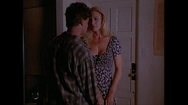 سكس محارم اجنبية اخ يتجسس علي اخته اثناء ممارسة الجنس مع زوجها