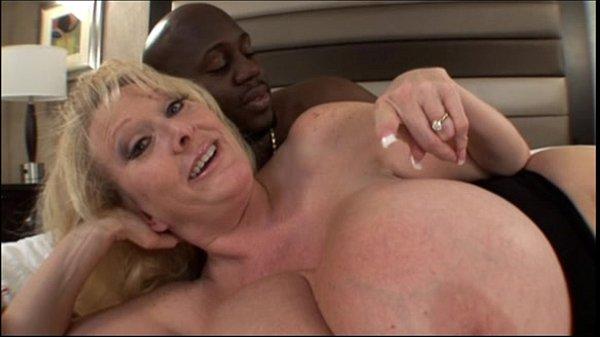 Порно мамочек с огромной грудью и жопой
