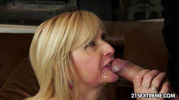 Бабушка ласкает блондинку