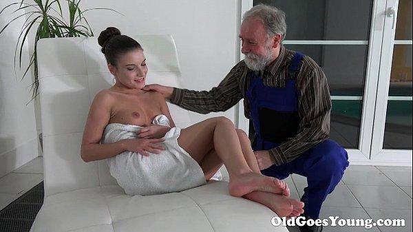 Молодые девки со стариками