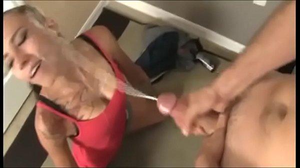 В горло ебут