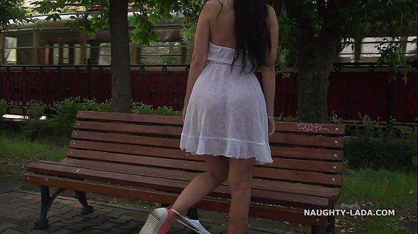 Девушка в прозрачном платье мастурбирует