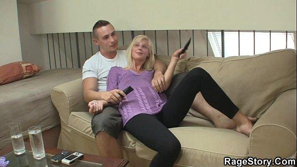 Заглатывает жена член