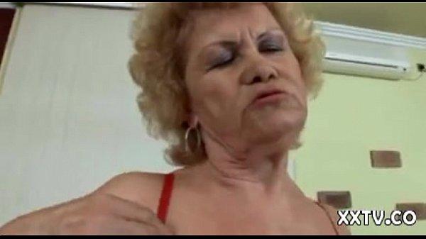 Парни соблазняют зрелых мамаш порнуха
