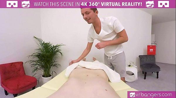 Муж смотрит как жене делают массаж и трахают на столе