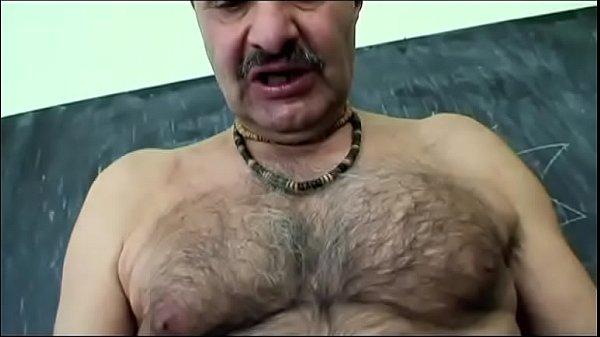 Порно-девушка зашла в номер к парн