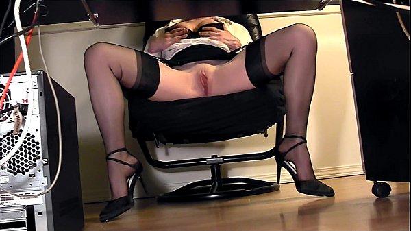 Эротическое видео секретарши под столом, барин крестьянку член