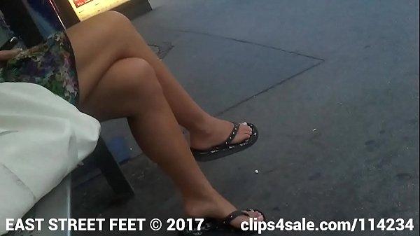Фото тайно сфотканые пальчики ног на улице