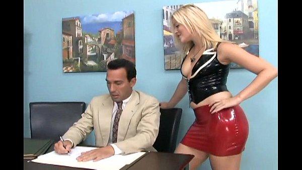 Футфетиш и лизать ноги в офисе