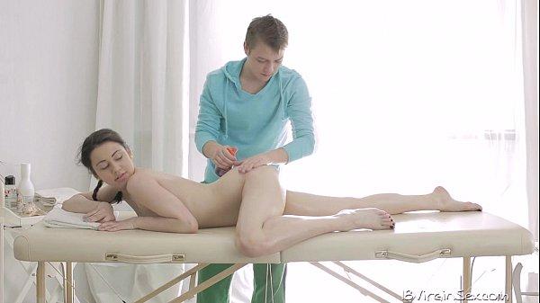 Смотреть порно как девственницу ебут мужики