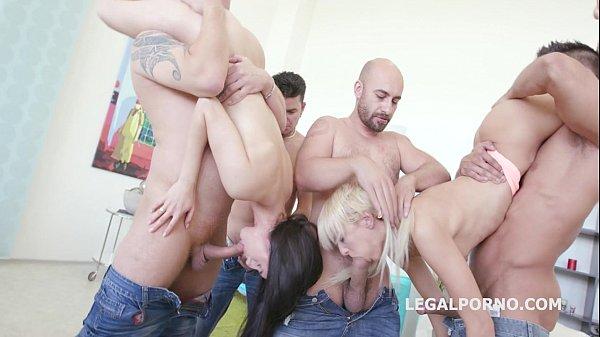 Порно смотришь две девушка секс