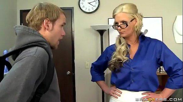Секс с грудастой блондинкой училкой
