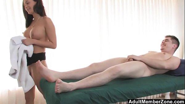 Приятный массаж для мужчины