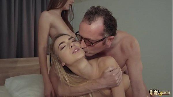 Tatal Cu Pula Sculata Isi Fute Fiica Dupa Ce A Venit De La Scoala