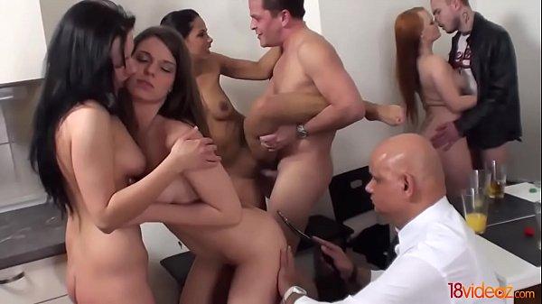 Порно русское чеверо парней одну телку