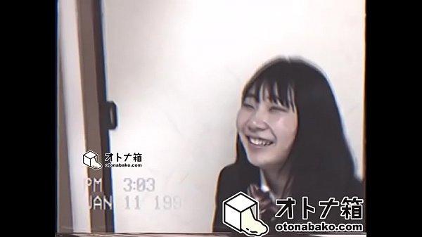 HD高画質エロ動画_ 黒髪ロングのロリ顔お姉さんが恥ずかしい無毛まんこ丸出しでエッチな撮影 JC女子校生