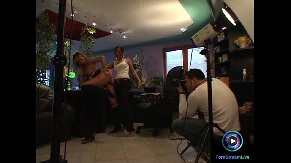 Лесбиянки трахаются страпонами порноролики