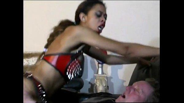 밍키넷  노예녀의 음부에 자극적인 박음질
