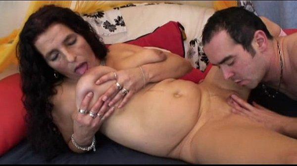 Тренировки в тренажерном зале для женской груди