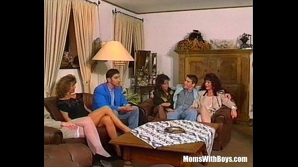 Групповое жесткое порно со зрелыми анал