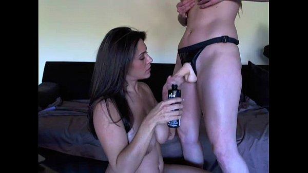 Мама учит дочку к сексу