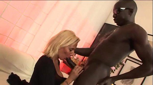 Sliping Xnxx: Italian Milf Has A Black Secret In Her Mouth