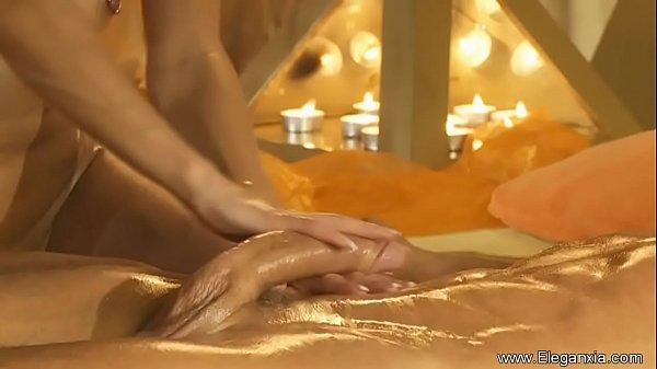 seksualno-ekzoticheskie-massazhi-mira-video-porno-na-ulitse-v-paradnom-v-odezhde-spontanno