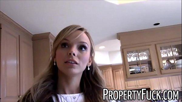 Блондинка трахается с агентом по недвижимости