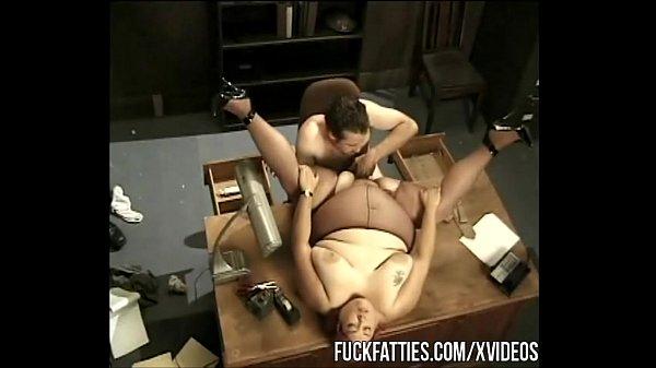 Трахает секретаршу на столе порно видео