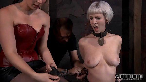 Сестра мастурбирует одна дома