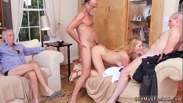 Порно мама дочь и друг мамы