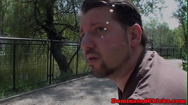 Видны сиськи когда наклоняется — 8