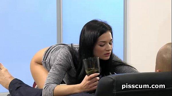 Футфетиш и питье слюней