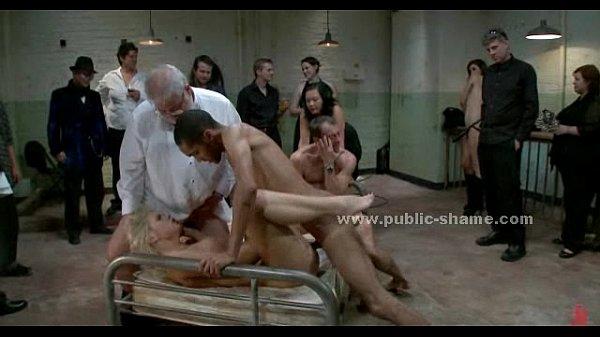 Секс одна блондинка и два мужика