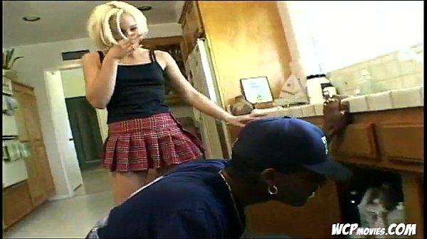 Блондинке нравится сперма в попе