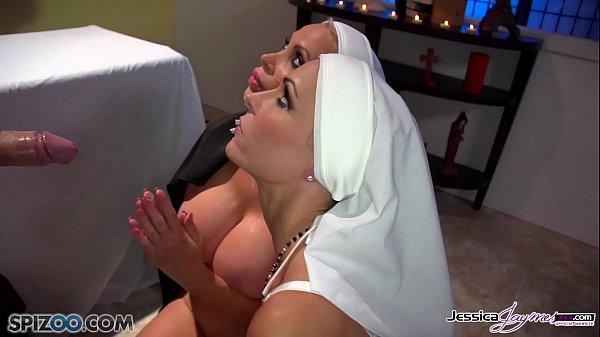 Futai Si Sex Pervers Cu Doua Maicute Si Preotul In Biserica
