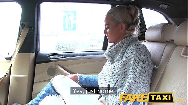 Жена отсасывает таксисту